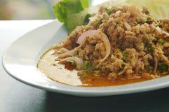 Salade et légume hachés épicés thaïlandais de porc de plat Photographie stock