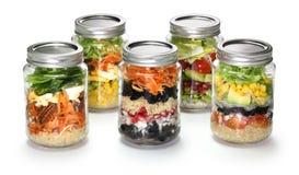 Salade faite maison dans le pot en verre Photos libres de droits