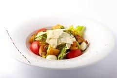 Salade fraîche avec de la viande grillée image libre de droits