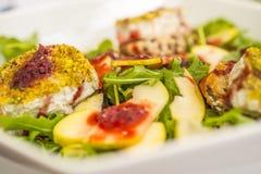 Salade fraîche avec du fromage Photo libre de droits