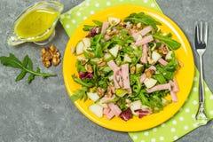 Salade fraîche avec du jambon et des poires de dinde Image stock