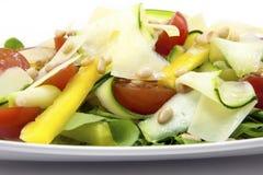Salade fraîche avec la courgette Photographie stock
