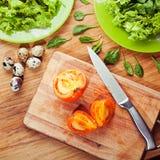 Salade fraîche avec la cuisson de viande et d'oeufs Photos libres de droits