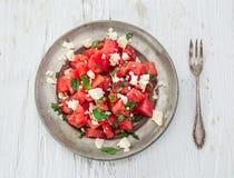 Salade fraîche avec la pastèque, le feta, la chaux et la menthe photo stock