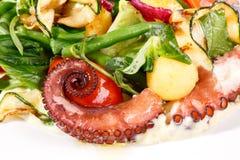 Salade fraîche avec le poulpe Image libre de droits