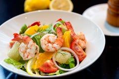 Salade fraîche de crevette avec le pamplemousse Images libres de droits