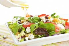 Salade fraîche de fromage de chèvre. Image libre de droits