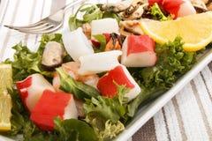 Salade fraîche de fruits de mer, amende dinning avec la nourriture saine Images stock