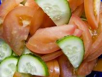 Salade fraîche des tomates et des concombres Images stock