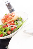 Salade fraîche et Bruschetta Image libre de droits