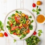 Salade fumée de saumons et d'avocat photographie stock