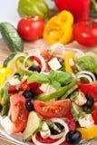 Salade grecque avec des ingrédients Image libre de droits