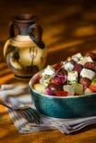 Salade grecque avec des olives et des oignons de concombre de tomates de feta Image stock