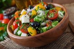 Salade grecque avec les légumes frais Images stock