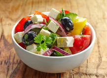 Salade grecque faite maison Images stock