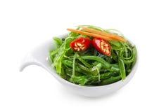 Salade japonaise d'algue dans une cuvette Photo libre de droits