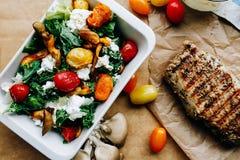 Salade légère de ressort avec le bifteck Image libre de droits