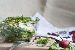Salade : légumes et herbes Image libre de droits