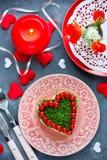 Salade le jour du ` s de Valentine - la salade a formé le coeur Photographie stock libre de droits