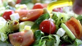 Salade méditerranéenne fraîche banque de vidéos