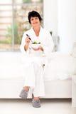 Salade mûre de femme Photos libres de droits
