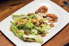 Salade met broodbacon en garnalen Royalty-vrije Stock Fotografie