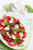 Salade met de kaas en de olijven van de tomatengeit Stock Foto's
