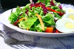 Salade met eieren Royalty-vrije Stock Afbeeldingen