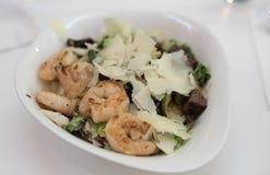Salade met Garnalen en Rundvlees Stock Foto