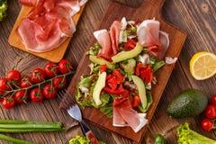 Salade met genezen ham Royalty-vrije Stock Foto's
