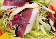 Salade met gerookte eendborst Stock Foto