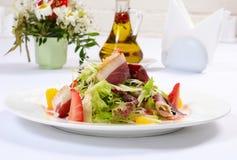 Salade met gerookte eendborst Stock Afbeelding