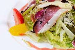 Salade met gerookte eendborst Royalty-vrije Stock Foto's