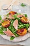 Salade met gerookte forel royalty-vrije stock fotografie