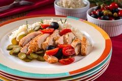 Salade met geroosterd kippenvlees Stock Fotografie