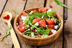 Salade met grapefruit en kaas stock foto