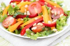 Salade met groenten en greens. Horizontale foto. Stock Afbeeldingen
