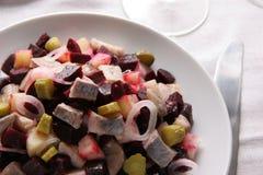 Salade met haringen. Stock Afbeeldingen