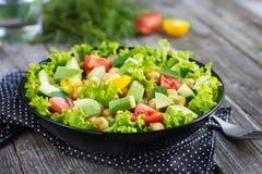 Salade met kekers en avocado Royalty-vrije Stock Afbeelding