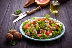 Salade met kip en grapefruit Stock Afbeeldingen