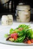 Salade met kippenlever Stock Foto's