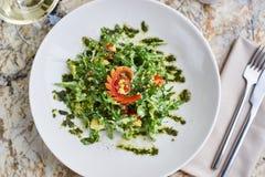 Salade met kouskous, kersentomaten, avocado en mozarella Royalty-vrije Stock Foto's
