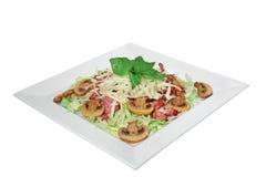 Salade met paddestoelen, kaas en gebraden bacon Royalty-vrije Stock Afbeeldingen