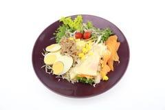 Salade met plakei en tonijn Royalty-vrije Stock Foto