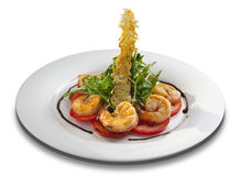 Salade met tomaten, garnalen en arugula Royalty-vrije Stock Afbeeldingen