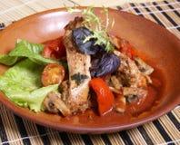 Salade met vlees Stock Foto's
