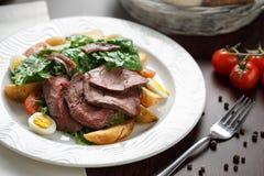 Salade met vlees royalty-vrije stock foto