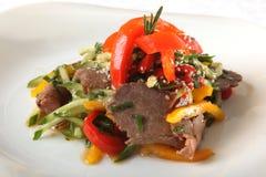 Salade met vlees en komkommer Royalty-vrije Stock Foto's