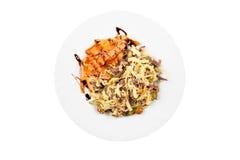 Salade met vlees, wortel, paddestoelen, eieren en mayonaise Royalty-vrije Stock Foto's