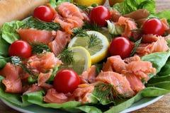 Salade met zalm Stock Foto's
